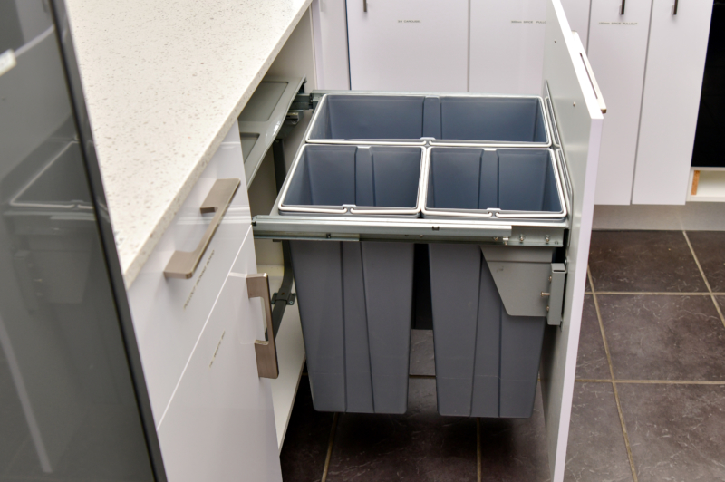 3 compartment recycle bin